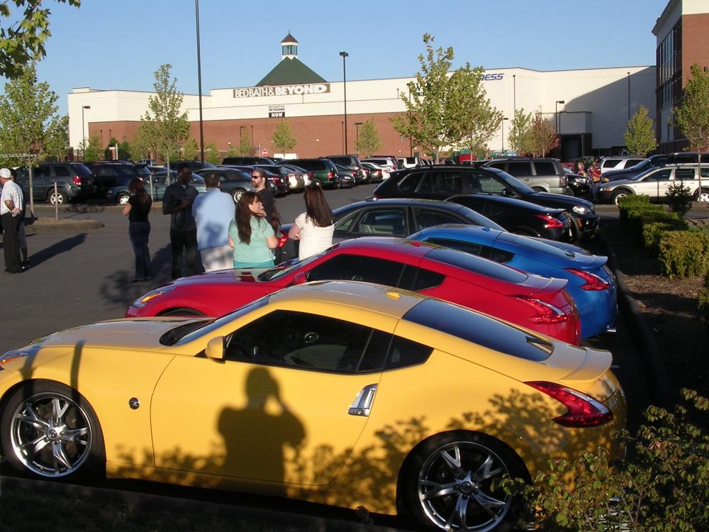 370Zs and Crowd